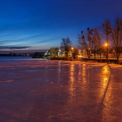 На озері. Вечоріло.