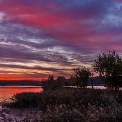 Світанок на озері