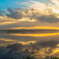 Панорамний світанок на Великдень.