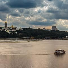 Київ - на Дніпрі.