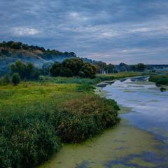 Вечоріло на річці.