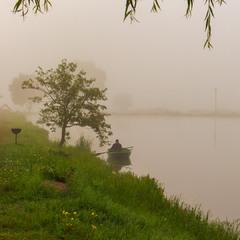 Туманно на озері.