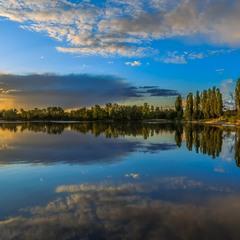 Тихим вечором на озері