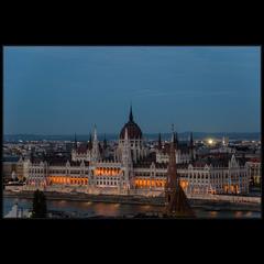Будапешт. Парламент. Только-только зажглись огни..