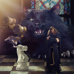 «Кот, отставив от глаз бинокль, тихонько подпихнул своего короля в спину».
