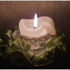 Неяркий свет свечи!