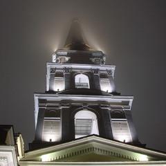 Колокольня Спасо-Преображенского собора в тумане