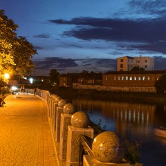 Набережная реки Харьков вечером...