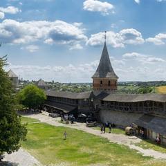 Внутрішній двір старої фортеці у Кам'янці...
