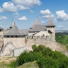 Хотинська фортеця на березі величного Дністра