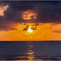 Восход над океаном...