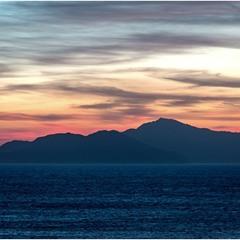 Остров Тиран до восхода солнца.