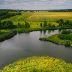 Пролітаючи над полями над ріками