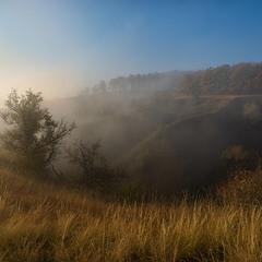 Яркое утро на туманных кручах