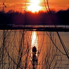 Зимняя рыбалка на закате