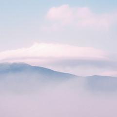Гори оповиті туманом