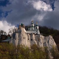 Храм на меловой скале