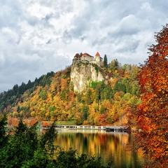 Бледский замок в начале ноября