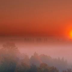 Вставало сонце у тумані