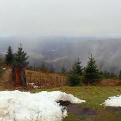 Ещё в горах белеет снег