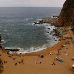 Маленький пляж Тосса Де Мар