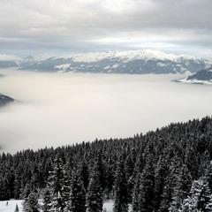 Туманное утро в Альпах.