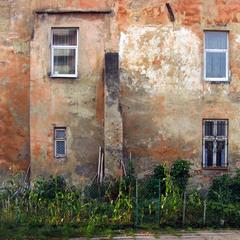 Старі стіни.