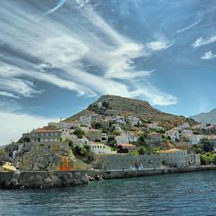 Остров в заливе Сароникос ...