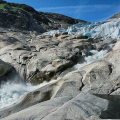 Язык ледника Нигардсбрин ...