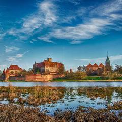 Замок Мальборк — самый большой готический замок в мире. Польша, декабрь 2019