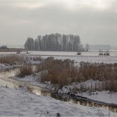 взимку біля річки