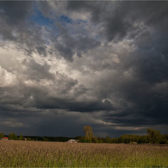наближається темна хмара