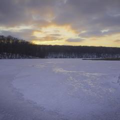 Спускається вечір на кригу озер слобожанських.