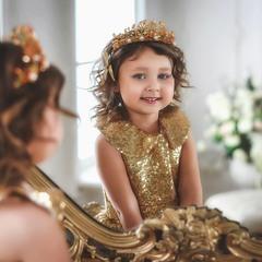 Немного маленьких принцесс вам в ленту)