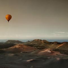 На большом воздушном шаре....