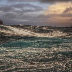 И пусть качает, качает волна морская...