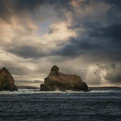 А волны всё бьются о скалы