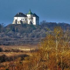 Ранок в долині Олеського замку