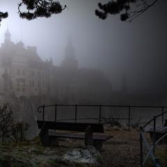 Замок в рассветном тумане