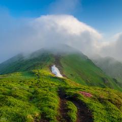 Зачепилася хмара над горою
