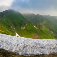 Сніг в червні