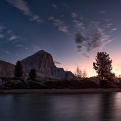 світанок на гірському озері