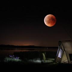 під кривавим місяцем...