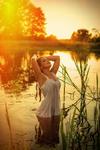 Радіє юність, дихає любов'ю, купаючись у хвилях доброти...