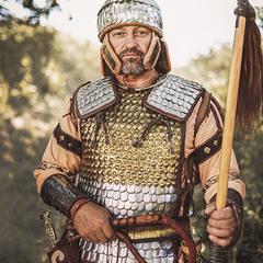 Скіфський воїн в обладунках.