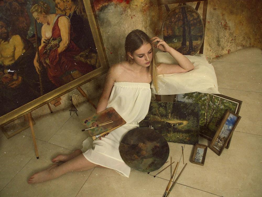 фотосессия художница в мастерской небольшой район переживает