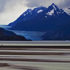 Патагония.  Ледник и озеро  Грей