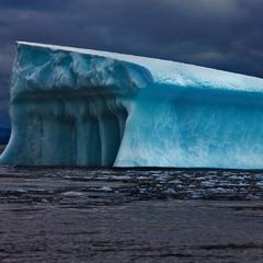 Гренландия  Айсберг  Плавающий пантеон