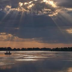 Дніпро. Ранкові промені.