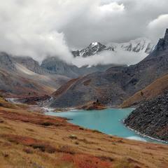 Осень ... После дождя ... Горное озеро ...